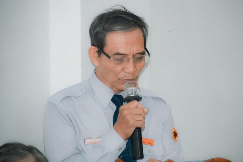 Huynh Trưởng cấp Tấn Thị Bá Huynh Trưởng Văn Tùng, điều khiển chương trình hội nghị
