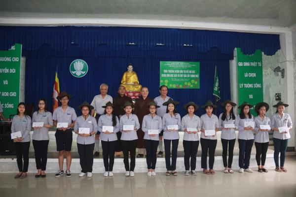 GĐPT Đà Nẵng tặng thưởng cho đoàn sinh đỗ đại học, học giỏi và đạt giải cấp thành phố